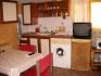 Квартира за работници (3 легла) в уютен Етаж от къща-кухненски кът, парно, пералня, TV,Wi-Fi, лятна градина,...